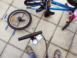 Att byta cykelslang var inte helt lätt, men alltid lär man sig något av sina misstag.